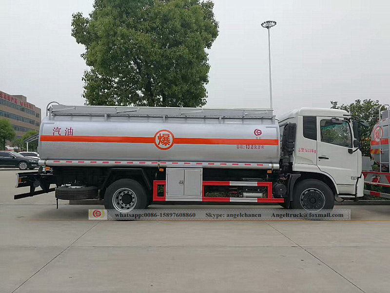 Oil bowser dongfeng truck