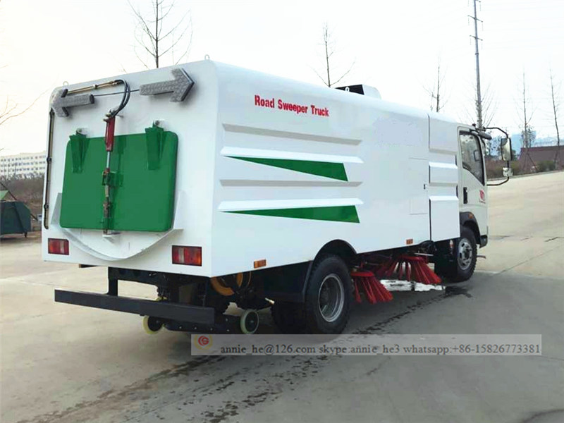 Howo road sweeping truck