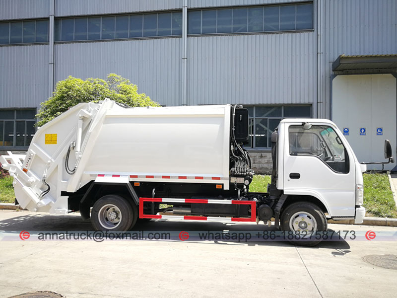 4 cbm Compressed Garbage Truck-Right Side